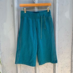 Lululemon terry 3/4 clam digger crops